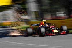 Vonken bij Max Verstappen, Red Bull Racing RB14