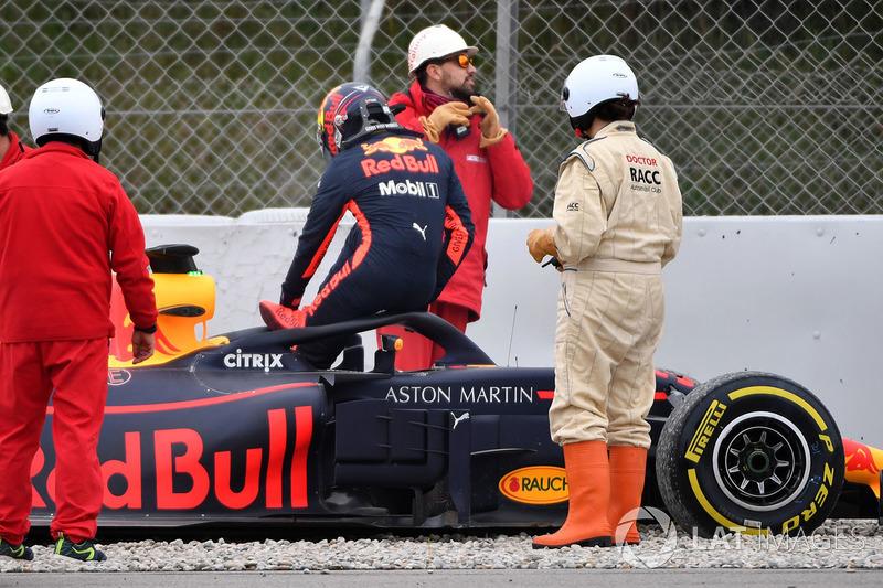 Max Verstappen, Red Bull Racing RB14 sobre la grava