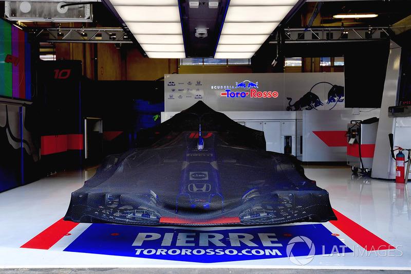 Scuderia Toro Rosso STR13, di balik selimut mobil