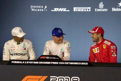 Lewis Hamilton, Mercedes-AMG F1, Valtteri Bottas, Mercedes-AMG F1 e Sebastian Vettel, Ferrari, nella conferenza stampa