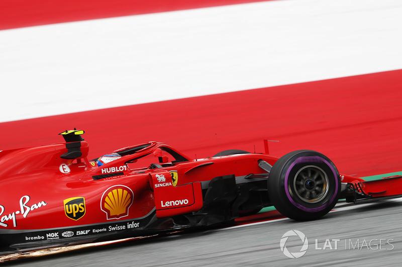 Kimi Raikkonen, Ferrari SF71H, fait des étincelles