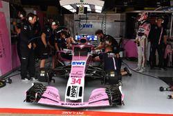 Nicholas Latifi, Force India VJM11, dans le garage