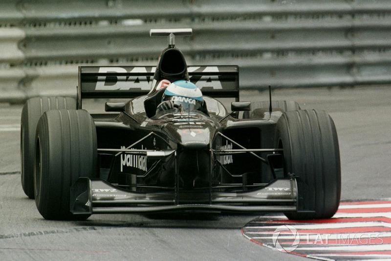 "<img src=""https://cdn-4.motorsport.com/static/img/cfp/0/0/0/0/74/s3/finland-2.jpg"" alt="""" width=""20"" height=""12"" />Мика Сало, Arrows(3 очка)"