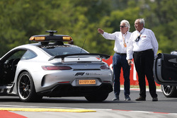 Safety car and Charlie Whiting, FIA Delegate
