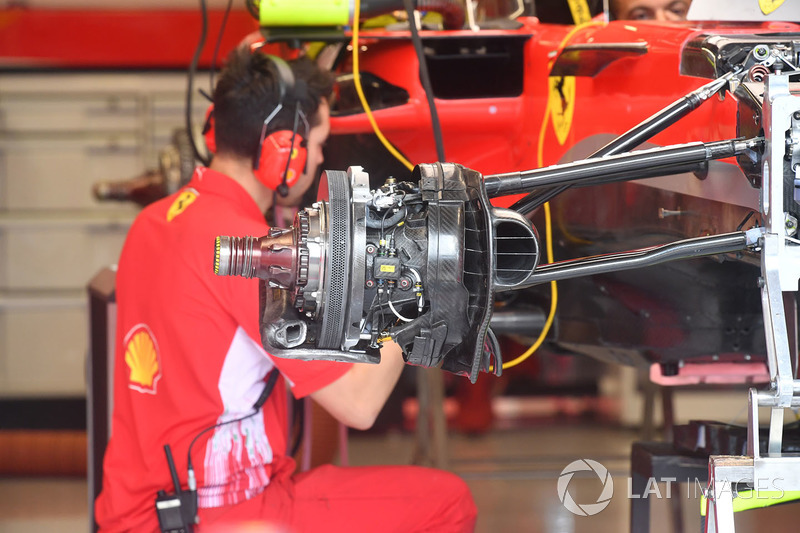 Vue détaillée d'un frein et d'un moyeu de la Ferrari SF71H