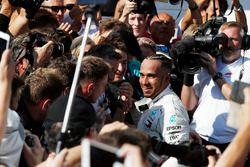Winnaar Lewis Hamilton, Mercedes-AMG F1 in parc ferme