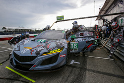 #86 Meyer Shank Racing with Curb-Agajanian Acura NSX, GTD: Katherine Legge, Alvaro Parente, Pit Stop
