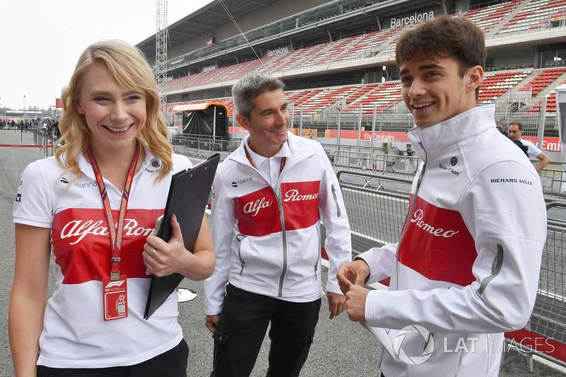 Ruth Buscombe, ingegnere della strategia Sauber, Xevi Pujolar, capo dell'ingegneria in pista Sauber e Charles Leclerc, Sauber