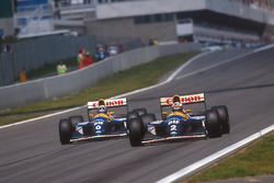 Alain Prost leads Damon Hill, both Williams FW15C Renault's