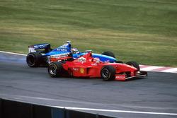 Alex Wurz, Benetton Playlife B198 en Eddie Irvine, Ferrari F300