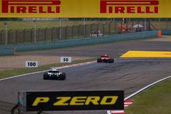 Kimi Raikkonen, Ferrari SF71H y Sergey Sirotkin, Williams FW41 Mercedes
