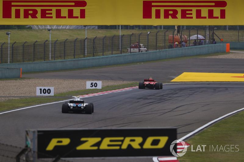 Kimi Raikkonen, Ferrari SF71H, precede Sergey Sirotkin, Williams FW41 Mercedes