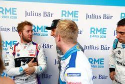 Felix Rosenqvist, Mahindra Racing, parle à Sam Bird, DS Virgin Racing, Mitch Evans, Jaguar Racing