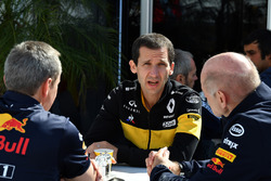 Paul Monaghan, Red Bull Racing Chief Engineer, Remi Taffin, Head of Renault Sport F1 Track Operations en Adrian Newey, Red Bull Racing