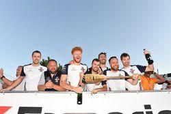 Williams viert de winst in de vlottenrace