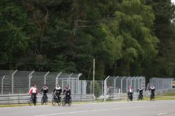 Alexander Wurz, Fernando Alonso, Sébastien Buemi, Kazuki Nakajima, Toyota Gazoo Racing bike the track