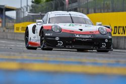 Автомобиль Porsche 911 RSR (№94) команды Porsche GT Team