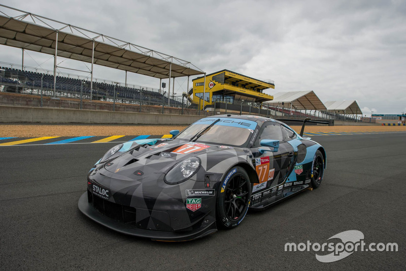 #77 Proton Competition Porsche 911 RSR