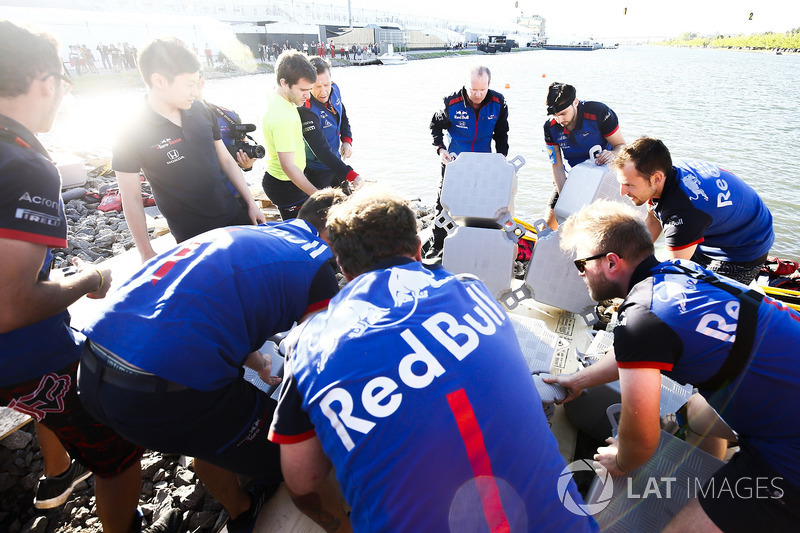 Il team Toro Rosso nella gara di Raft