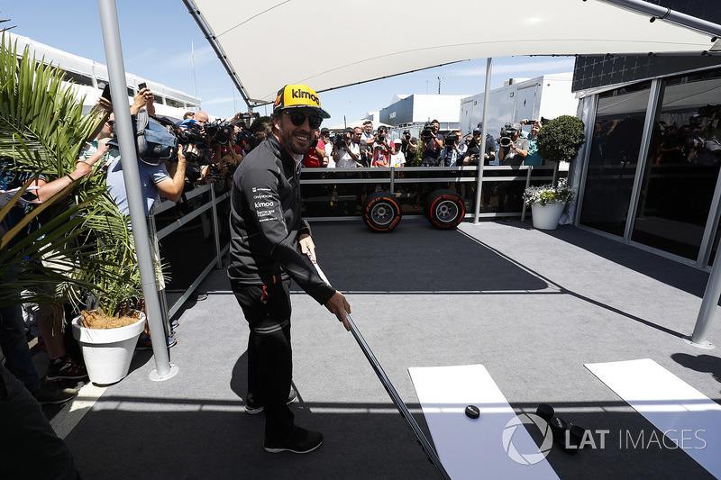Fernando Alonso, McLaren, prueba con el hockey