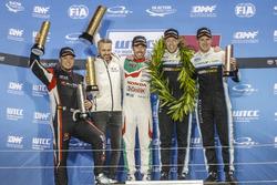Podio: Campeón del mundo, Thed Björk, Polestar Cyan Racing, Volvo S60 Polestar TC1, ganador de la ca