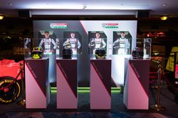 Los casco de McLaren Autosport BRC Premios a nominados Enaam Ahmed, Scott Harrison, máximo Fewtrell