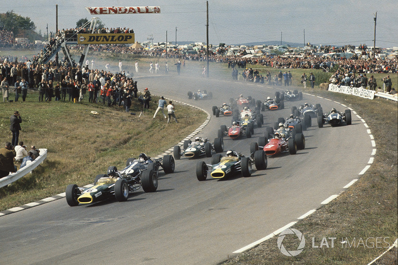 Start: Graham Hill, Lotus 49 Ford, Dan Gurney, Eagle T1G Weslake, Jim Clark, Lotus 49 Ford, Chris Amon, Ferrari 312