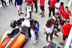 Pemenang Race 4, Presley Martono, di Parc Ferme.