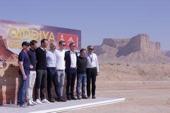 Nico Hülkenberg, Alexander Wurz, Romain Grosjean, Damon Hill, David Coulthard, Loris Capirossi ile birlikte Qiddiya Grand Prix'si tanıtımı