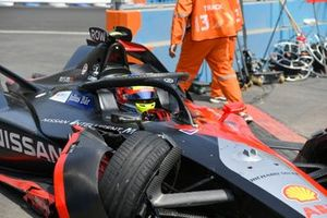 Damage on Oliver Rowland, Nissan e.Dams, Nissan IMO2 after crashing