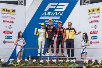 Podium: Race winner Jack Doohan, Pinnacle Motorsport, Devlin Defancesco, Absolute Racing, Joey Alders, BlackArts Racing