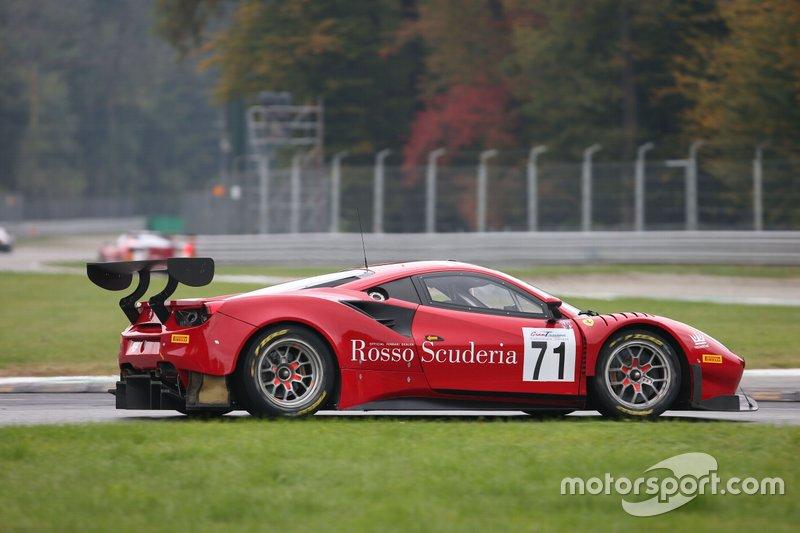 #71 Ferrari 488 GT3 AM, AF Corse: Abe-Colombo