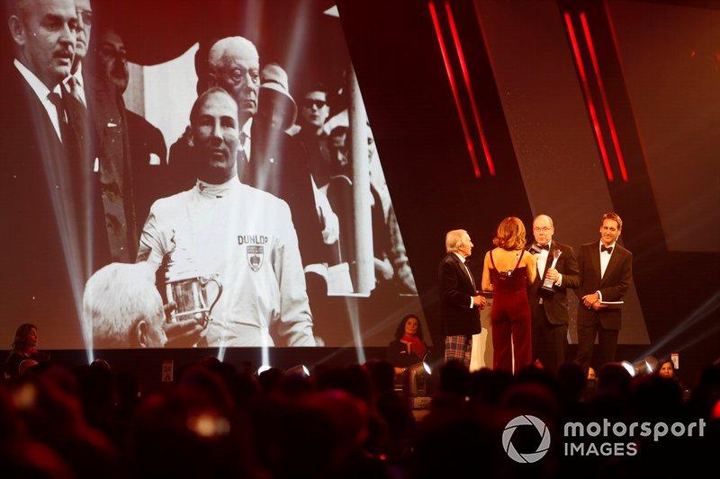 Sir Jackie Stewart, present il Gregor Grant award per il Gran Premio di Monaco al HSH Principe Albert II di Monaco