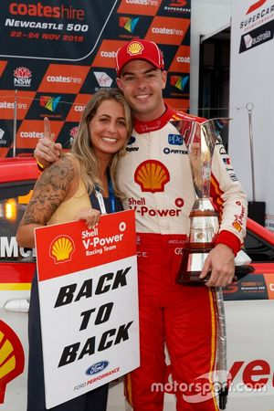 Supercars-Champion 2019: Scott McLaughlin, DJR Team Penske Ford, mit seiner Verlobten Karly Paone