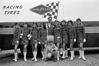 Dan Gurney poses with the Bardahl promotional team