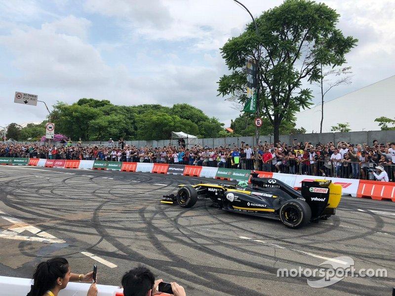 Caio Collet com a Renault no Festival Senna Tribute