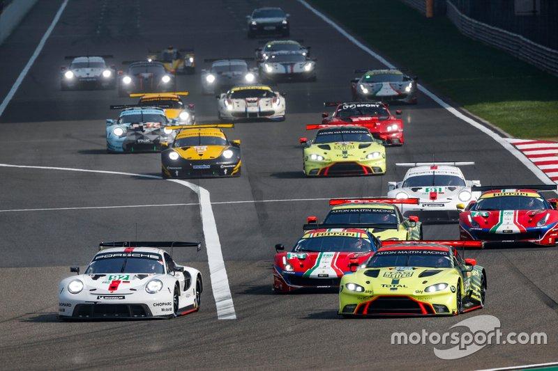 Start action, GTE Pro, #92 Porsche GT Team Porsche 911 RSR - 19: Michael Christensen, Kevin Estre leads
