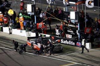 Christian Eckes, Kyle Busch Motorsports, Toyota Tundra Safelite AutoGlass, pit stop