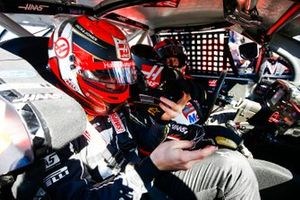 Kevin Magnussen, Haas F1 Team Team, rides with Tony Stewart