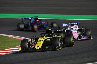 Nico Hulkenberg, Renault F1 Team R.S. 19, leads Sergio Perez, Racing Point RP19, and Daniil Kvyat, Toro Rosso STR14