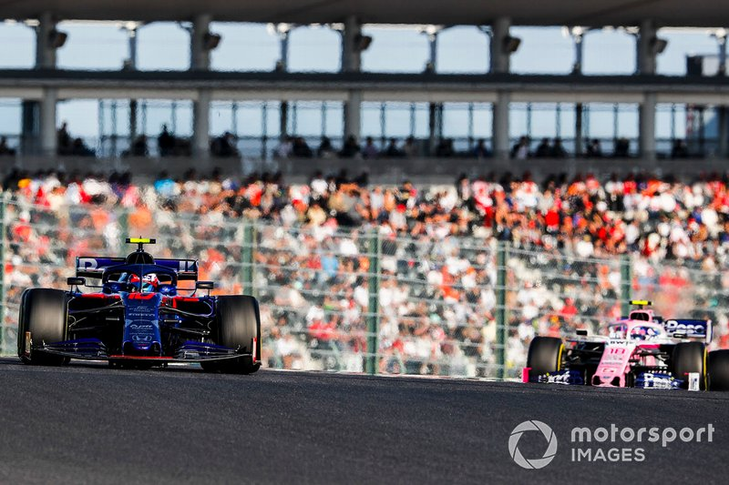 Pierre Gasly, Toro Rosso STR14, precede Lance Stroll, Racing Point RP19