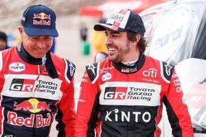 #304 Toyota Gazoo Racing: Giniel De Villiers, #310 Toyota Gazoo Racing: Fernando Alonso