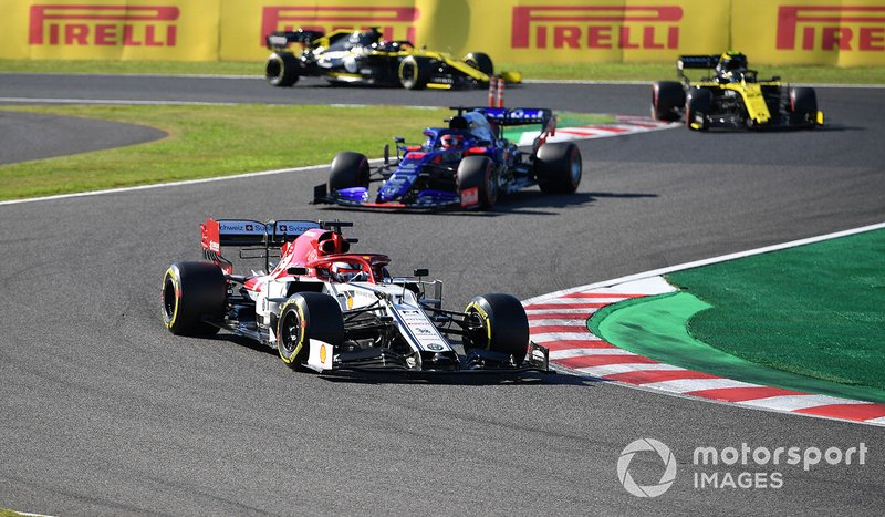 Kimi Raikkonen, Alfa Romeo Racing C38, leads Daniil Kvyat, Toro Rosso STR14, Nico Hulkenberg, Renault F1 Team R.S. 19, and Daniel Ricciardo, Renault F1 Team R.S.19