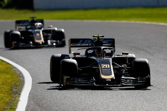 Kevin Magnussen, Haas F1 Team VF-19, Romain Grosjean, Haas F1 Team VF-19