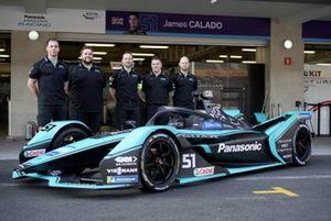 Membri del team con James Calado's, Panasonic Jaguar Racing, Jaguar I-Type 4