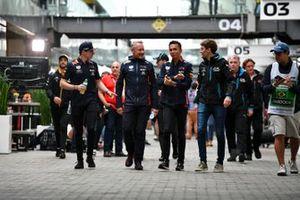 Max Verstappen, Red Bull Racing, Jonathan Wheatley, Team Manager, Red Bull Racing, Alexander Albon, Red Bull Racing, and George Russell, Williams Racing