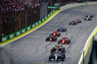 Lewis Hamilton, Mercedes AMG F1 W10, leads Max Verstappen, Red Bull Racing RB15, Sebastian Vettel, Ferrari SF90, Alexander Albon, Red Bull RB15, Charles Leclerc, Ferrari SF90, and the rest of the field at the first restart