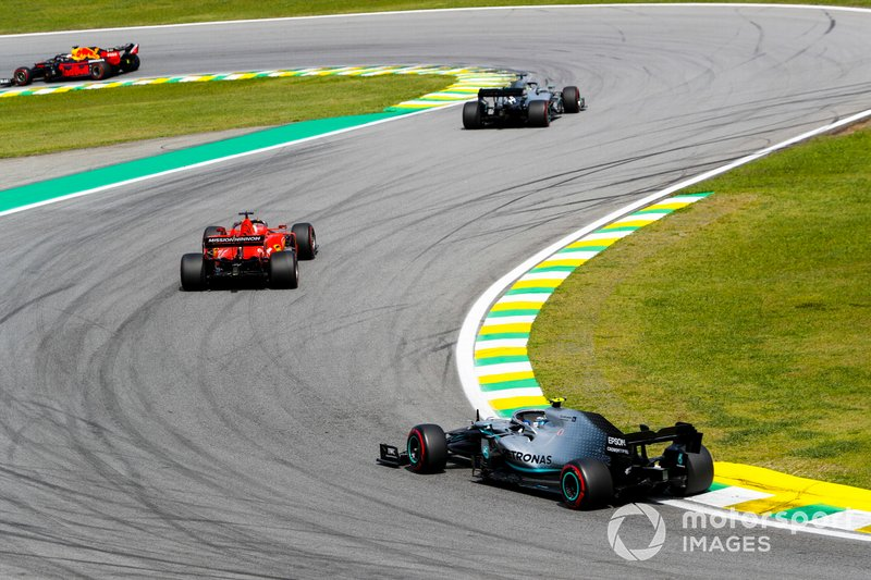 Max Verstappen, Red Bull Racing RB15 leads Lewis Hamilton, Mercedes AMG F1 W10, Sebastian Vettel, Ferrari SF90 and Valtteri Bottas, Mercedes AMG W10 at the start of the race