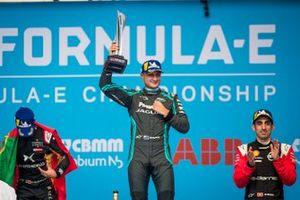 Podio: ganador de la carrera Mitch Evans, Jaguar Racing, segundo lugar Antonio Felix da Costa, DS Techeetah, y tercer lugar Sébastien Buemi, Nissan e.Dams