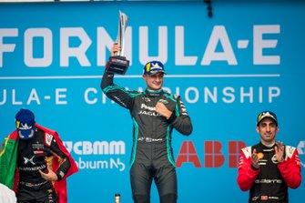 Race winner Mitch Evans, Jaguar Racing celebrates on the podium with Antonio Felix da Costa, DS Techeetah, 2nd position, Sébastien Buemi, Nissan e.Dams, 3rd position